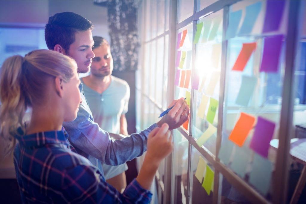 Réunion debout : dynamisez vos équipes et soyez un vecteur de changement